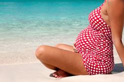 femme-enceinte-a-la-plage